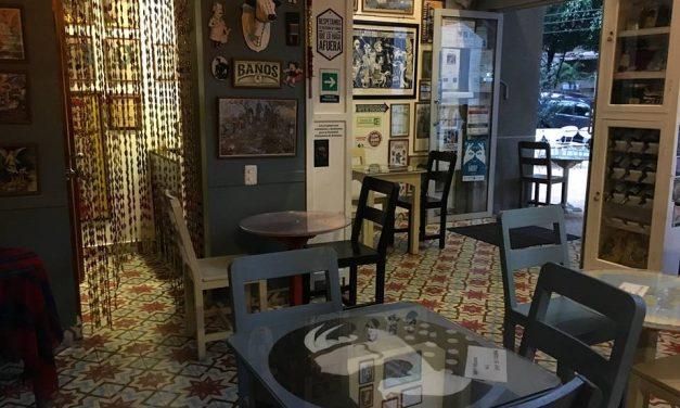 Martes en el Café Vallejo